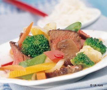 Indonesische Gemüsepfanne mit Rinderlende
