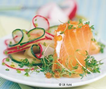 Radieschensalat mit Räucherlachsröllchen