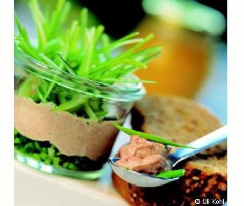 Leberkäse-Senf-Aufstrich mit Jungzwiebeln
