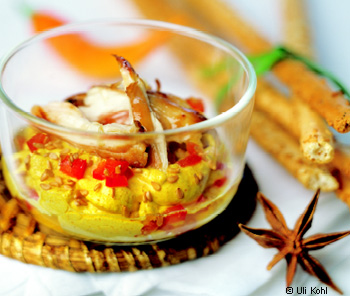 Curry-Aufstrich mit Huhn und Sesam