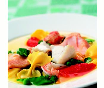 Klare Fischsuppe mit Farfalle