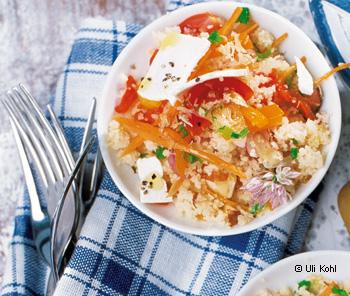 Couscous-Salat mit Haselnüssen und Schafskäse