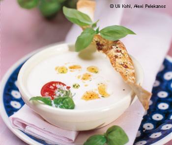 Weiße Paradeisersuppe mit Basilikum