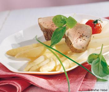 Schweinsfilet mit weißem Spargel und Sauce hollandaise