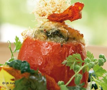 Gefüllte Tomaten mit Blattspinat