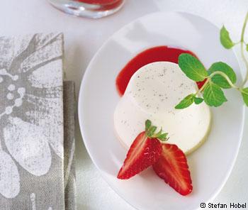 Panna cotta mit Erdbeeren und Aceto Balsamico