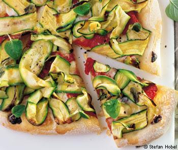 Pizza mit Zucchini & Mozzarella
