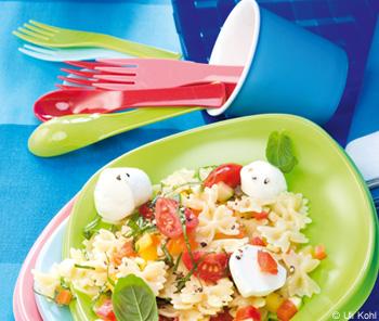 Bunter Pastasalat mit Minimozzarella
