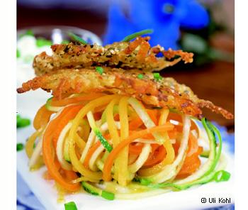 Kürbiskernpuffer mit Gemüsespaghetti