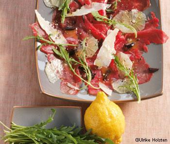Roh mariniertes Filet vom Biorind mit Oliven, Zitronen und Parmesan