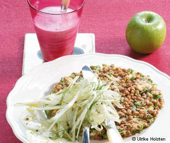 Linsenpuffer mit Joghurt-Kräuterdip und Apfel-Fenchel-Salat