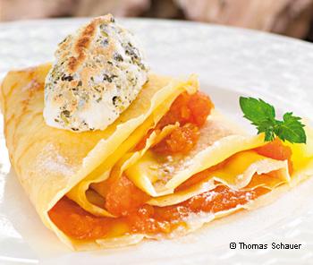 Crêpes mit Kürbismarmelade und Kürbiskern-Schneenockerl