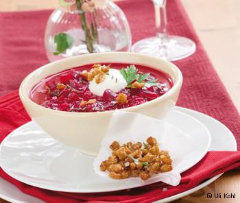 Rote-Rüben-Suppe mit Gänsegrammeln