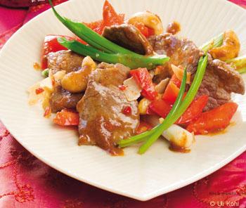 Scharfes Rinderfilet mit Cashewnüssen und Thai-Jasmin-Duftreis
