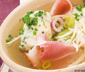 Selchsuppe mit Schnittlauch-Krennockerl
