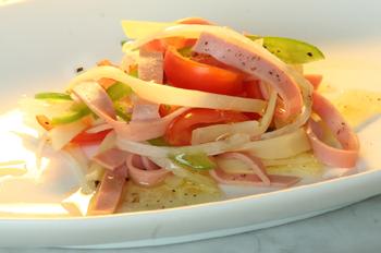 Sommerlich-leichter Wurstsalat